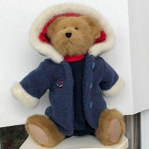 Boyd's Bear large Dressed for Winter